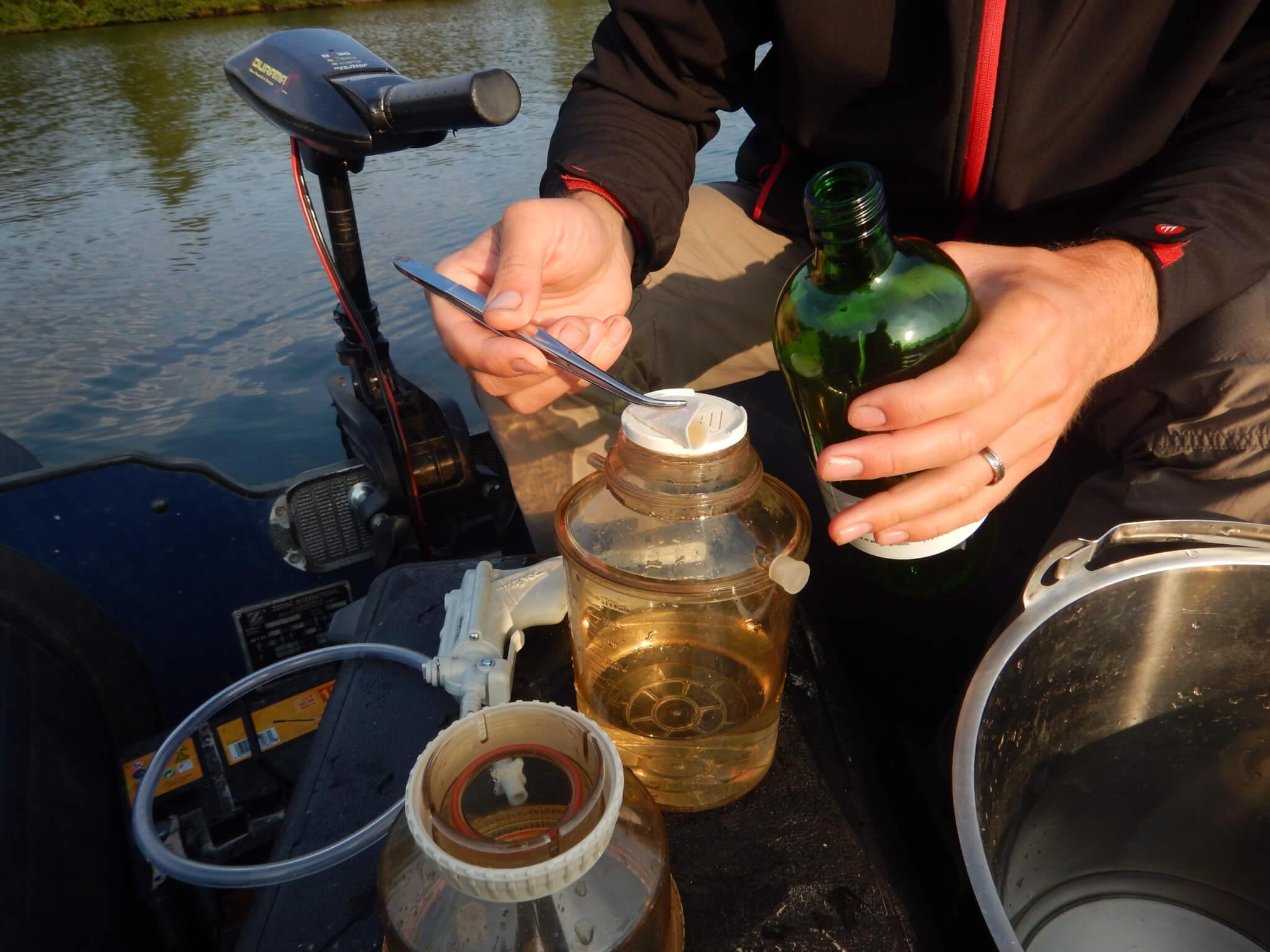 Filtration de l'eau pour mesure du phytoplancton